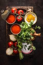 Frische Zutaten für Tomatensuppe