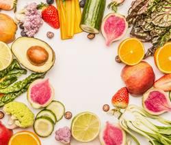 Obst und Gemüse Rahmen auf weiß