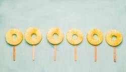 Ananasscheiben Eis am Stiel