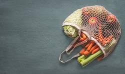 Gemüse und Obst in Zero Waste Einkaufstasche