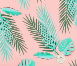 Tropische Blätter Muster auf rosa Hintergrund
