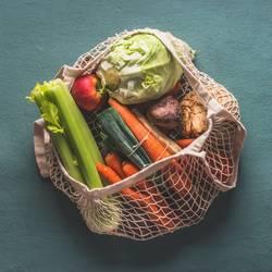 Bio-Gemüse in umweltfreundlichem Netzbeutel
