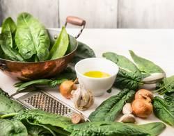 Rustikale Küche - Spinat Zubereiten
