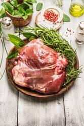 Lammkeule fürs Braten zubereiten
