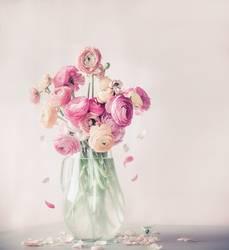 Blumen mit fallende Blütenblatter, Stillleben