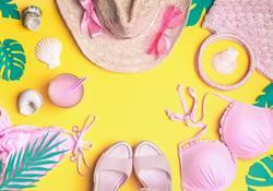 Sommer Hintergrund mit rosa Strand Accessoires