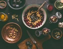 Rote-Bete Salat mit Kichererbsen zubereiten