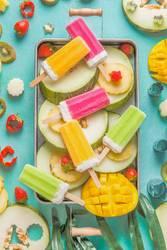 Obst und Eis am Stiel