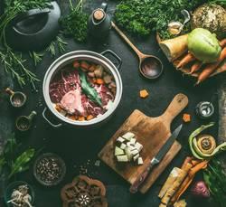 Rinderbrühe oder Suppe zubereiten
