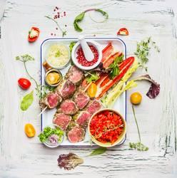 Sommerliche Fleischspieße mit Gemüse fürs Grillen