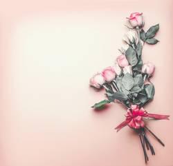Romantischer Hintergrund mit Rosen