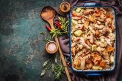 Auflauf mit Hähnchen und Gemüse