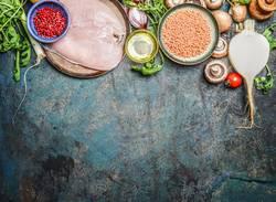 Hähnchenbrust, roten Linsen , Gemüse und andere Zutaten