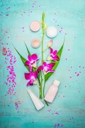 Spa oder Wellness mit Orchidee, Creme und Lotion
