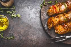 Marinierte Fleisch Spieße für Grill