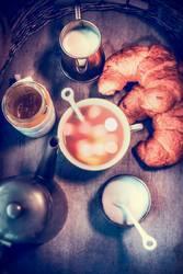 Frühmorgens frühstücken
