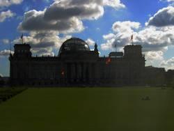 Dunkle Wolken über'm Reichstag