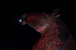 Alles Licht der Erde steckt zwischen den Zähnen der Pferde