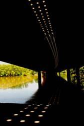 Bahnbrücke im Sommer