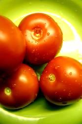 Tomate auf Teller