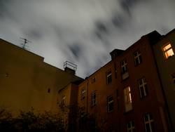 Berlin: Nacht im Hinterhof