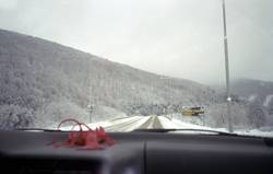 Hummer in Schneeland