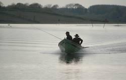 Fischerboot auf dem Shannon River in Irland