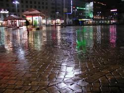 nächtliche regenreflexionen