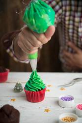 Making cupcake for christmas time