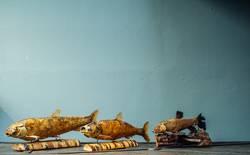 Trockenfisch auf Holz