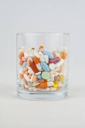 Glas voller Tabletten