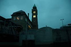 Der Pegelturm bei den Landungsbrücken St. Pauli