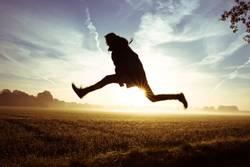 Sprung übers Feld