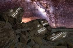 Moster Rocks von Trona mit der Milchstraße