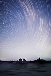Stern-Spuren über Monosee, Kalifornien