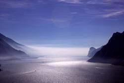 Gardasee im Nebel