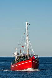 Ein Fischerboot auf der Ostsee vor Warnemünde