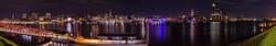 Panorama des Hamburger Hafens und der Skyline bei Nacht