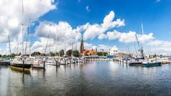 Panorama des Jachthafens und des Doms in Schleswig