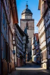 Fachwerkhäusern in einer Altstadtgasse von Alsfeld