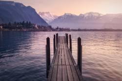 Pier in See und Bergen