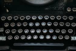 Tastatur einer klassischen Schreibmaschine