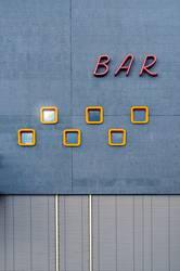 an der bar, an der bar, ja was machen die da?