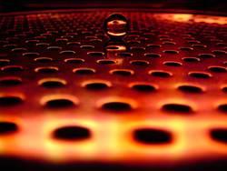 Murmel im roten Neonschein °1