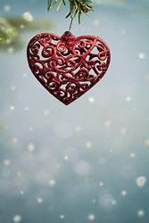 Weihnachtsschmuck als Herz, im Schneefall