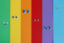 Farbkartonstreifen mit Wackelaugen