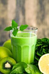 Grüner Smoothie mit Grünzeug