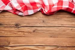 Tischlein deck dich rot kariert