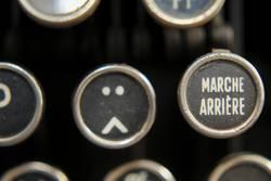 Smiley auf alter Schreibmaschine 1/3