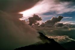 Himmel und Erde - Vulkan aktiv